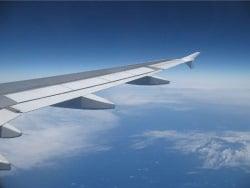 Blick aus dem Fenster beim fliegen