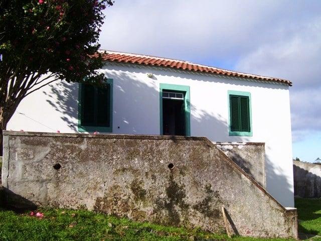Das Haus von vorne, mit Terrasse