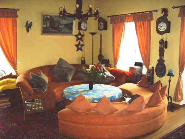Wohnzimmer mit Rundsofa